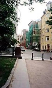 Фото: На углу у Патриарших — Ермолаевский переулок
