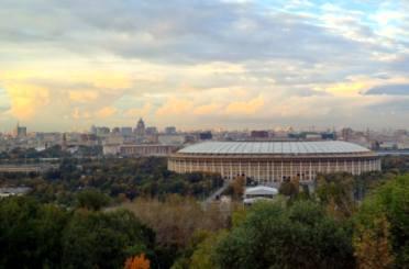 Фото: панорама Москвы с Воробьёвых гор