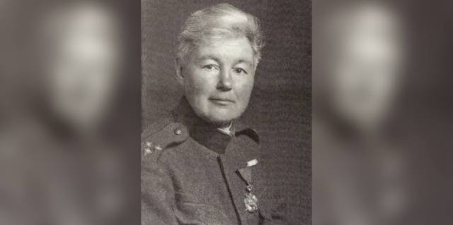 Флора Сандс - английский капитан сербской армии