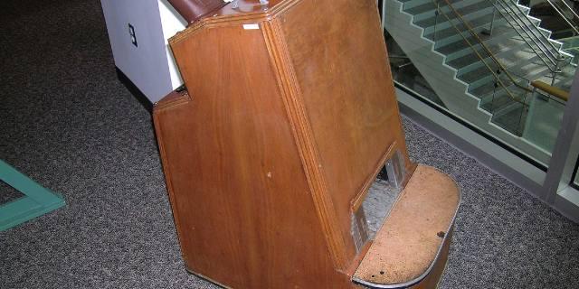 Флюороскоп - рентгеновский аппарат в обувном магазине