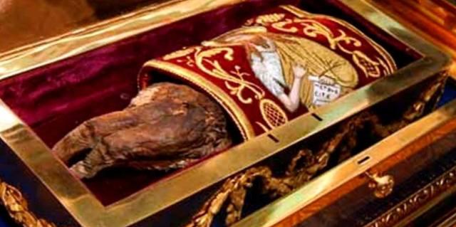 Десница Иоанна Крестителя где находится в Черногории или Гатчине?