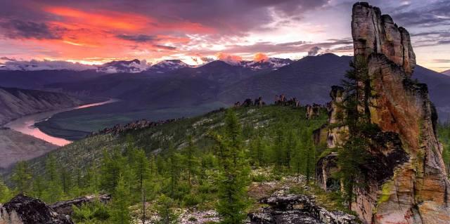 Хребет священной горы Кисилях в Якутии
