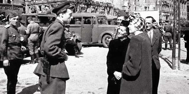 С какими сектами боролась советская администрация в Германии?