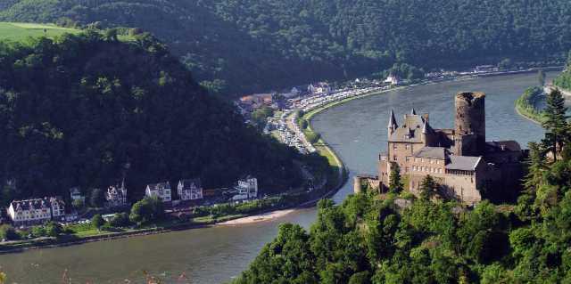Где протекает река Рейн в Германии?