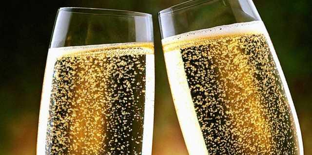 Гадание в новогоднюю ночь при помощи шампанского