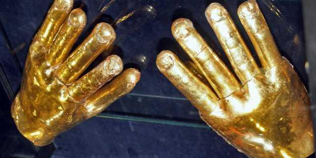 Золотые перчатки для рук культуры Сикан