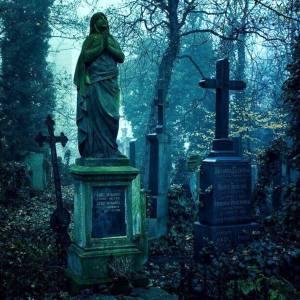 Фото: правила поведения на кладбище, интересные факты