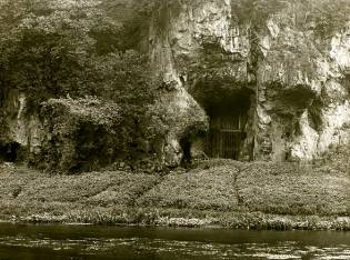 Фото: вход в Ад — пещера Кресвел-Крэгс
