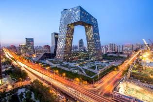 Фото: падающие башни китайского телецентра