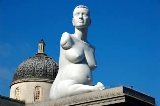 Фото: памятники беременным — интересные факты