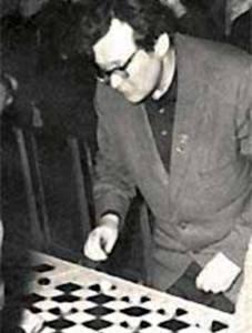 Фото: матч в шашки со 103 соперниками