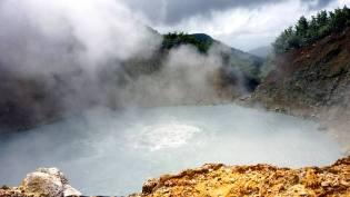 Фото: кипящее озеро в Доминике — интересные факты