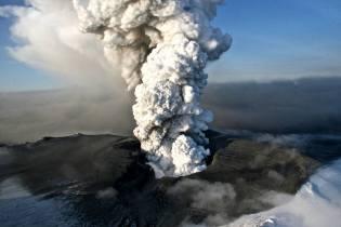 Фото: извержение вулкана Эйяфьядлайёкюдль — интересные факты