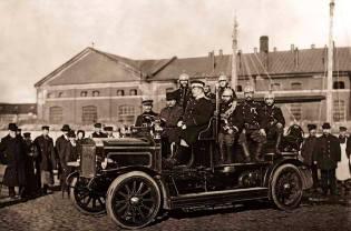 Фото: первый пожарный автомобиль, 1901 год