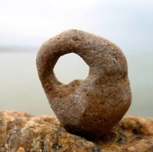 Фото: камни с дырками в океане, интересные факты