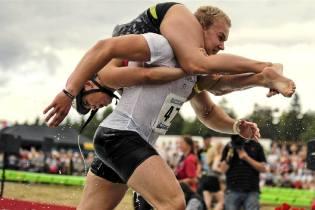 Фото: чемпионат по переноске жён, интересные факты