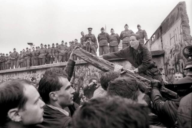 Фото: падение Берлинской стены — интересные факты
