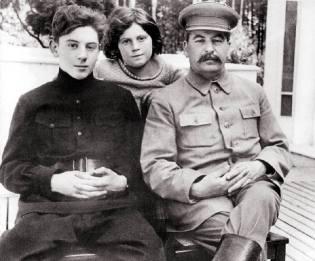 Фото: Сталин с детьми, интересные факты