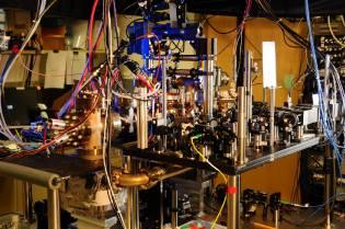 Фото: точные атомные часы, интересные факты