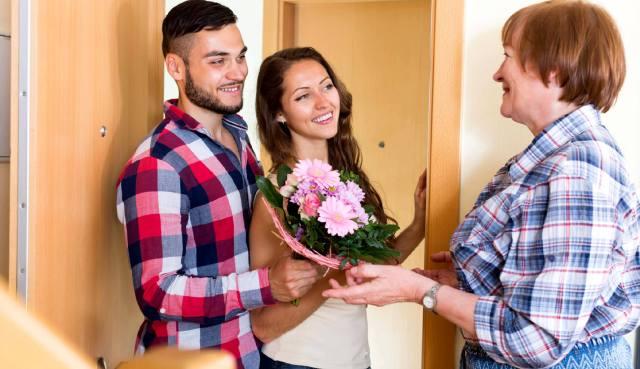 Гороскоп отношений: Как понравиться свекрови при первой встрече?