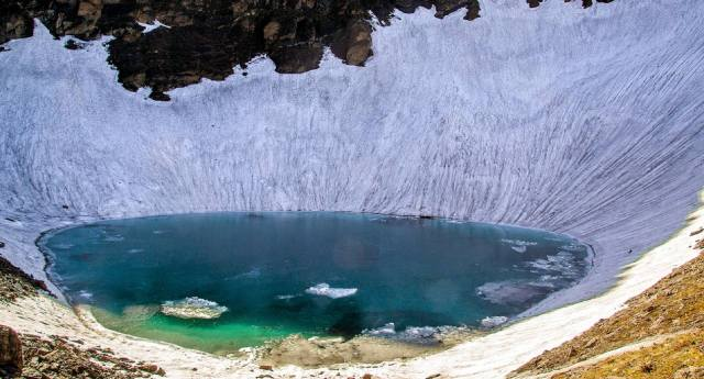 Озеро Роопкунд: Тайна скелетов в Индии