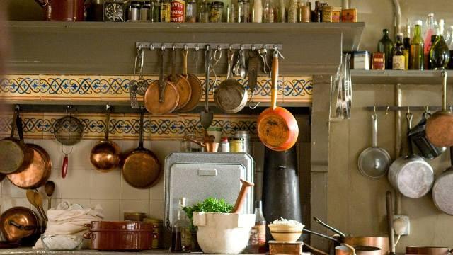 Кухонная утварь и столовая посуда