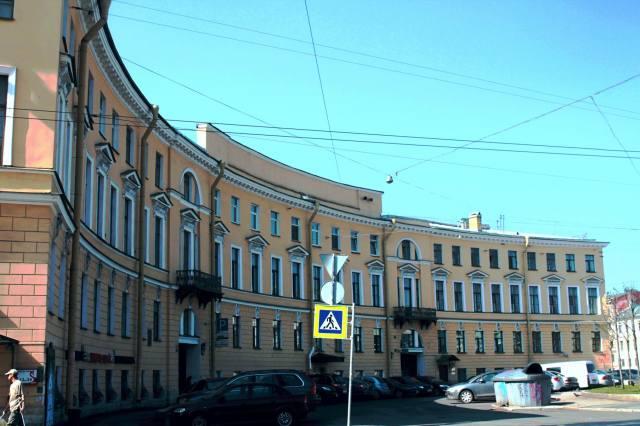 Дугообразный доходный дом Устинова-Петрова