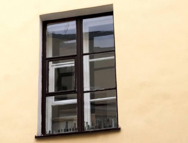 Окно выходящее во внутренний двор