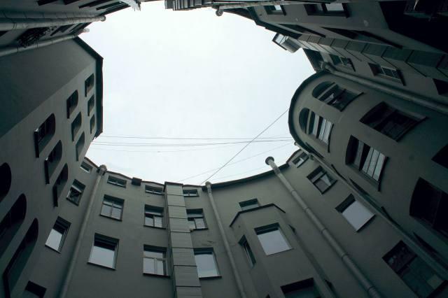 Овальный двор Петербурга