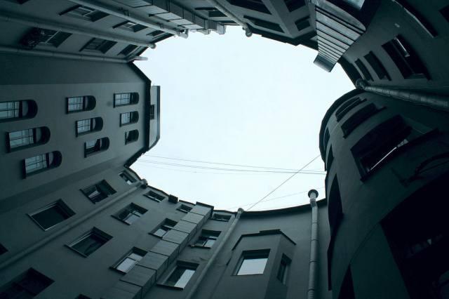 Таинственный Овальный двор Санкт-Петербурга