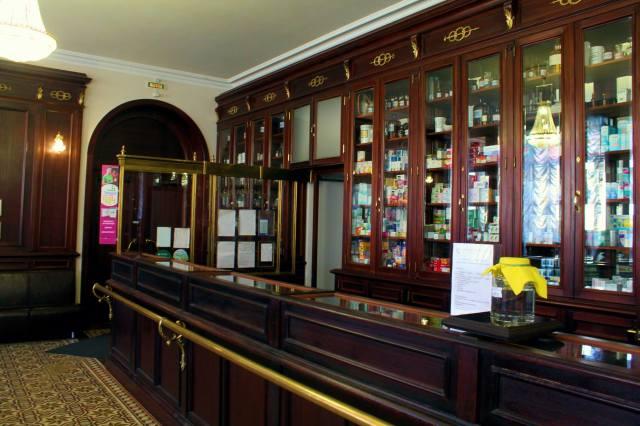 Общая панорама торгового зала аптеки Пеля