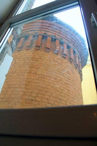 Башня Грифонов из окна аптеки