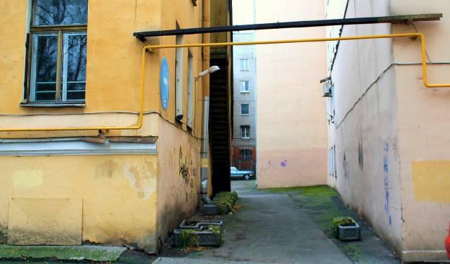 Узкий проход между домами