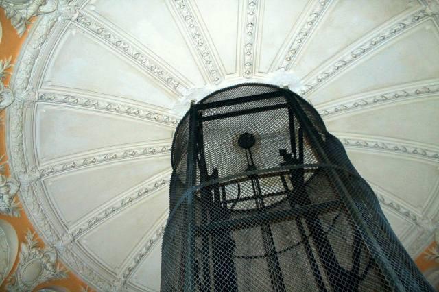 Лепестки купола и шахта лифта