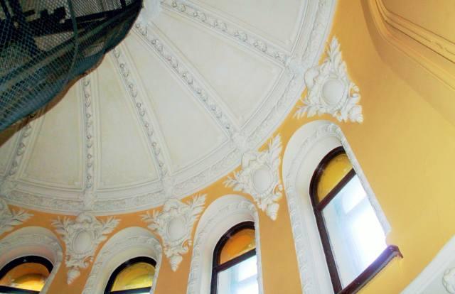 Окна купола подъезда Ромашка