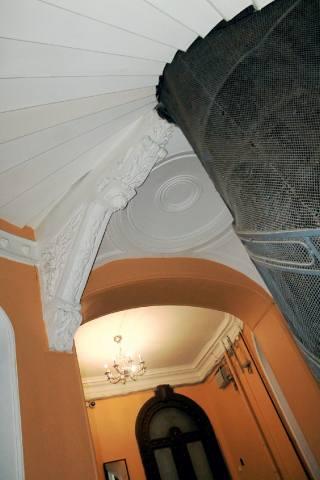 Опорная балка винтовой лестницы