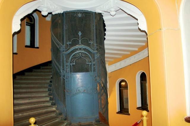 Оригинальное оформление шахты лифта