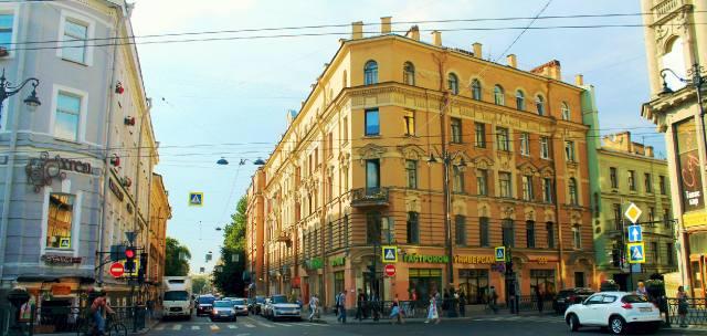 Улица Ломоносова у Пяти углов