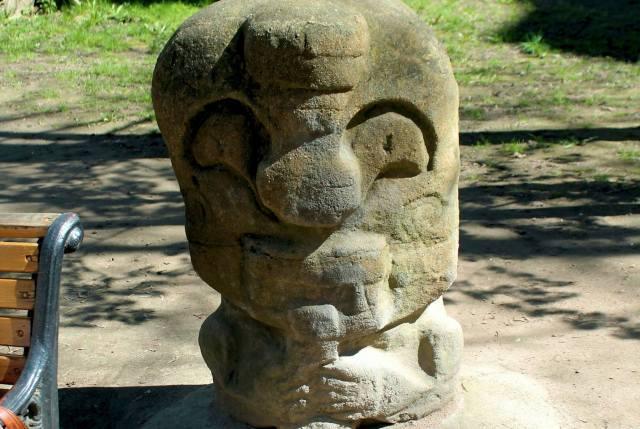 Статуя одного из божков