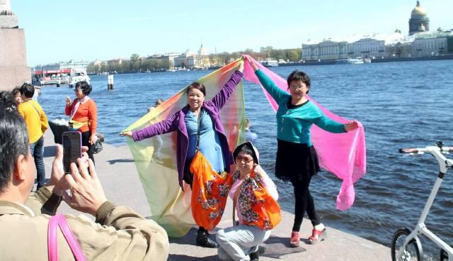 Китайские туристы на пристани