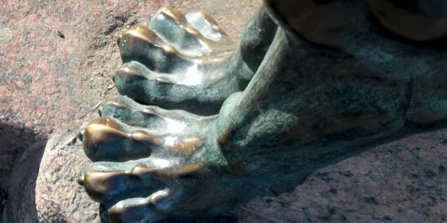 Лапы грифона у Восточного Сфинкса