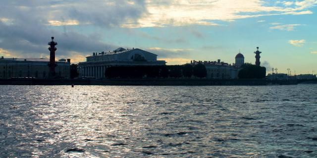 Вид на Стрелку Васильевского острова с воды