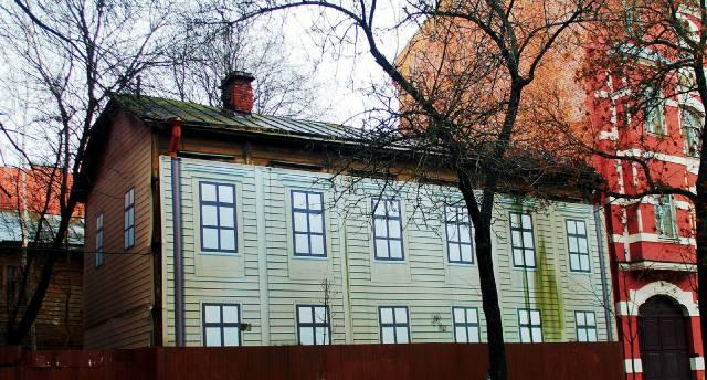 Деревянный дом в Петербурге