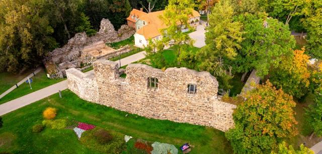 Валмиерский замок — достопримечательность Латвии