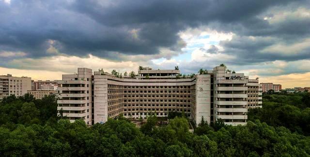 Почему заброшена Ховринская больница в Москве?