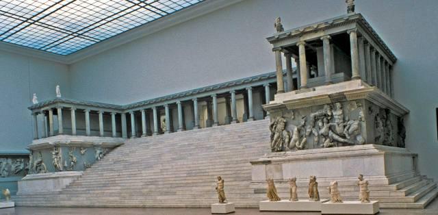 Пергамский алтарь Зевса в Берлине