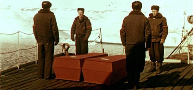 Как хоронили полярников во время экспедиции?