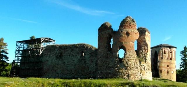 Епископский замок Вастселийна в Эстонии