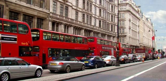 Почему в Англии принято левостороннее движение?