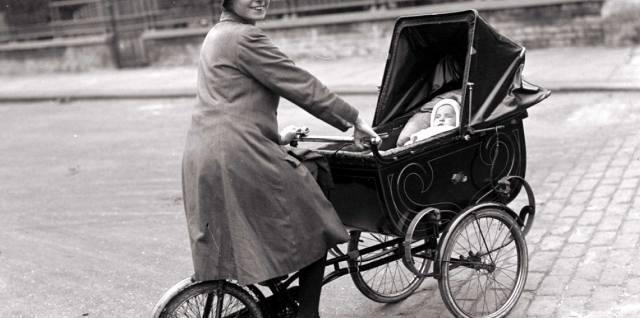 Детская коляска — история возникновения